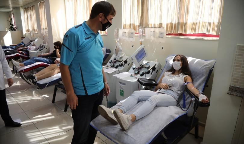 Büyükşehir sporcuları lösemi hastalarına umut oldu